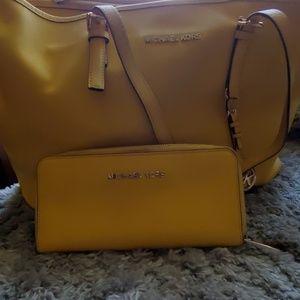 Michael Kors purse/ wallet